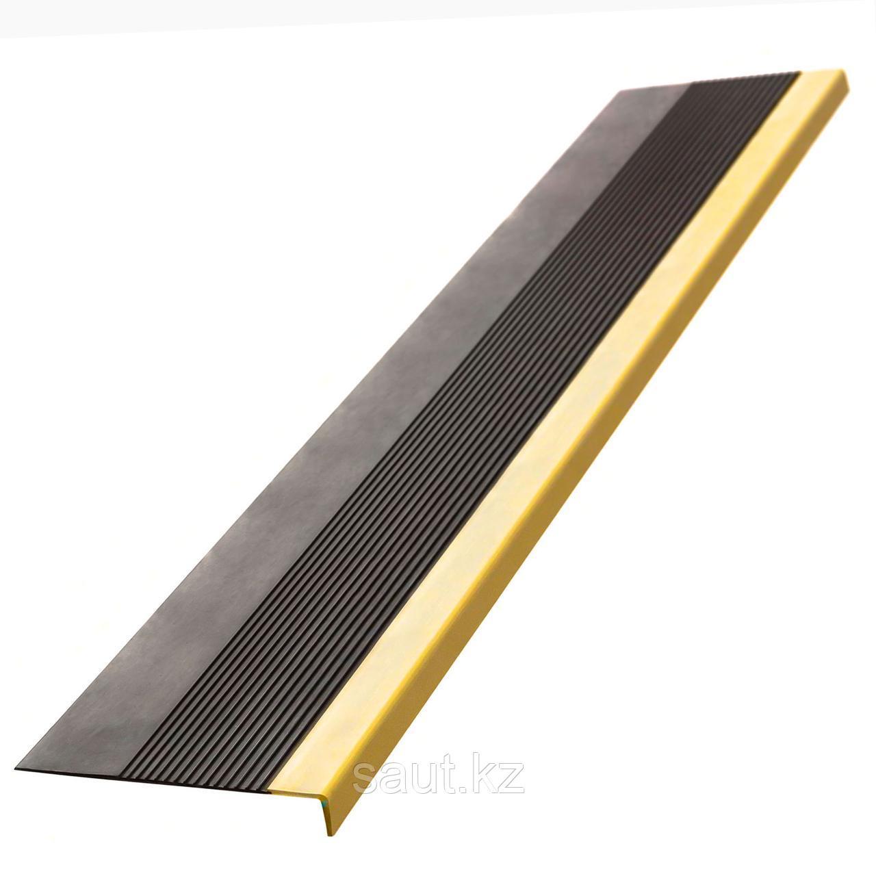 Накладка на ступень (Проступь) Удлиненная продольное рифление, пятачковая 1200x300x30 Светофор, Черная