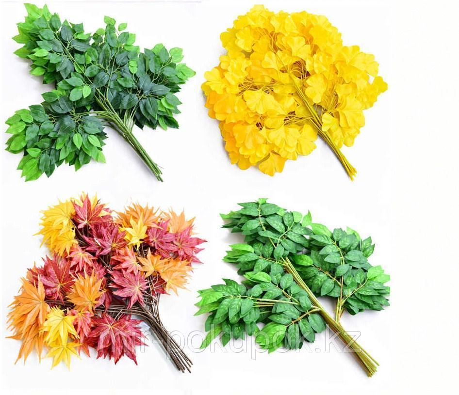 Искусственная ветка клена с глянцевитыми текстильными листьями желто-красного цвета
