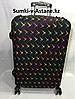 Чехол на средний пластиковый дорожный чемодан.Высота 63 см, длина 42 см, ширина 22 см.
