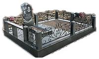 Мемориальный комплекс с кованной оградкой