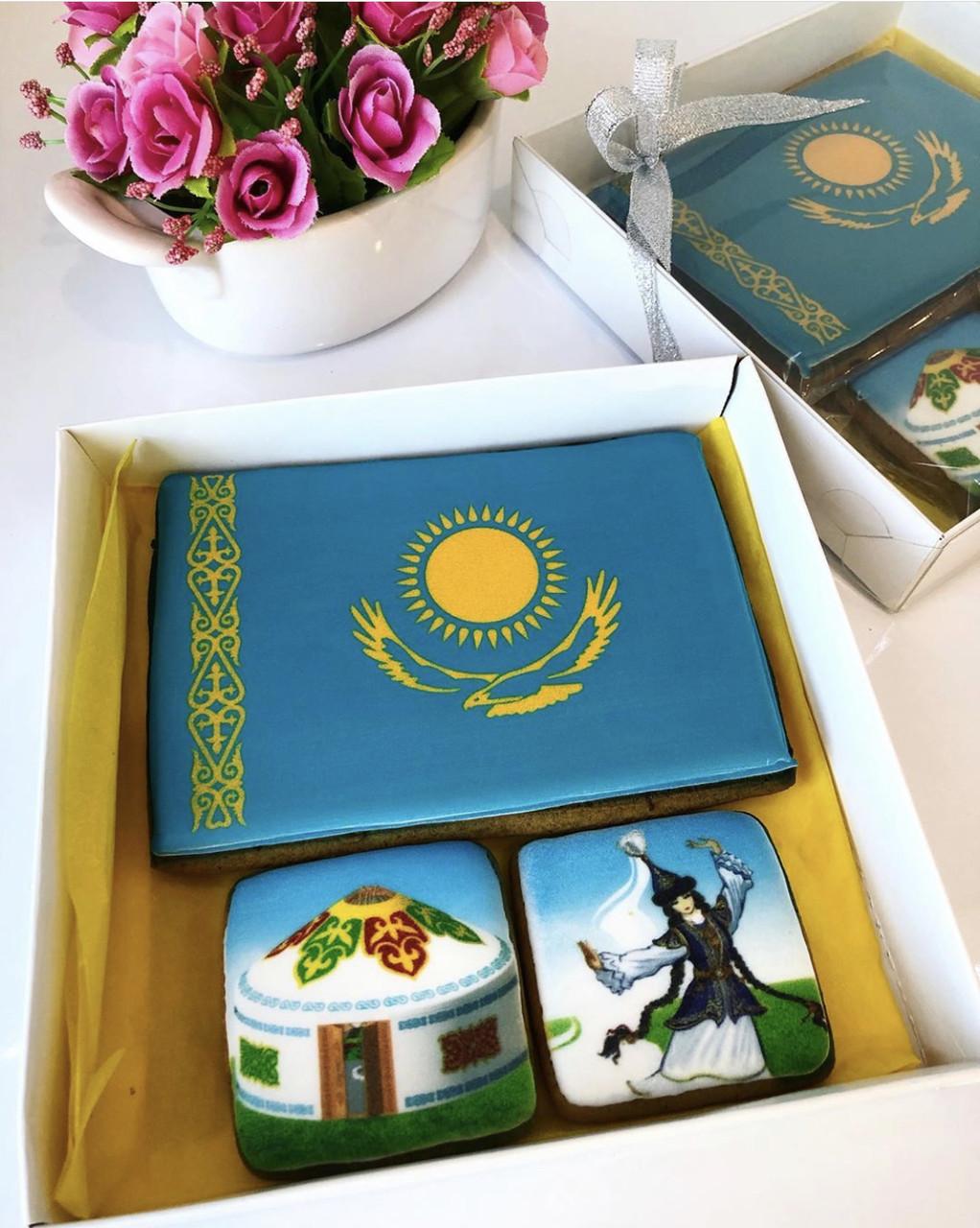 """Набор Медовых пряников """"Казахстан"""" №3 (размер 15 см х 15 см)"""