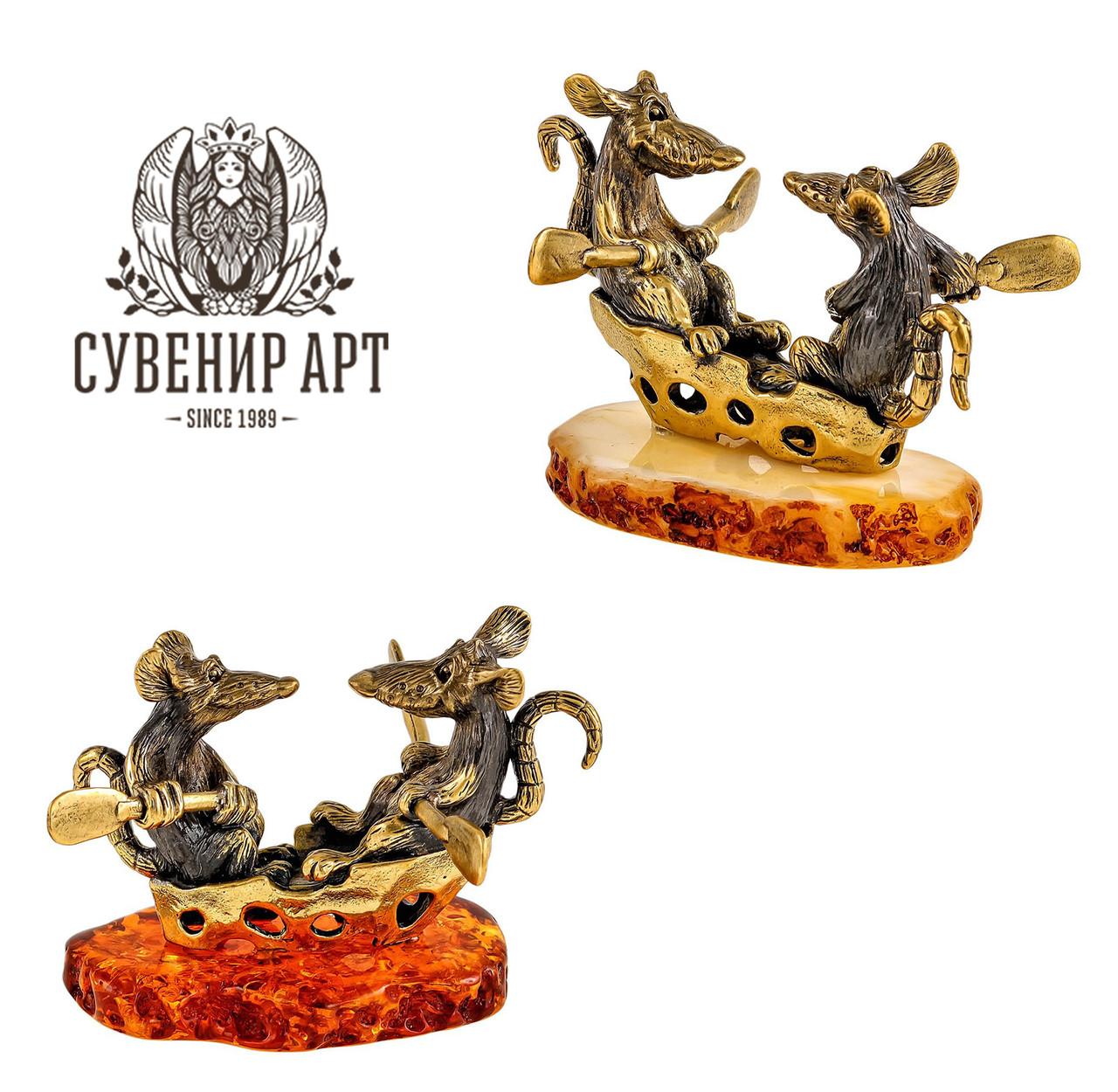 Фигурка Крысы на сырной лодочке. Ручная работа, янтарь