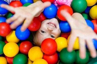 Детские палатки, бассейны для шаров и шары.