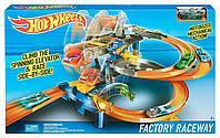 Hot Wheels моторизованный трек «Гонки на фабрике», фото 1