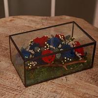 Композиция из роз в стеклянной шкатулке