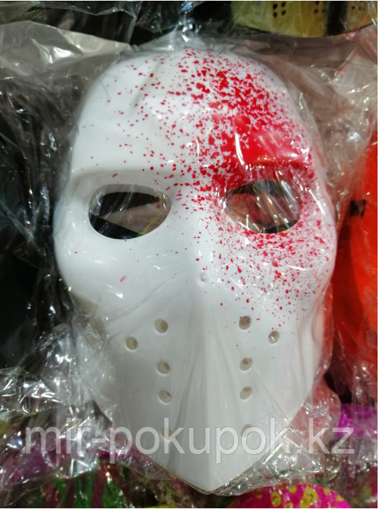 Белая маска с брызгами крови на Хэллоуин