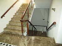 Лестница из гранита на заказ