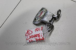 96983382 Петля двери задней левой нижняя для Chevrolet Lacetti 2003-2013 Б/У