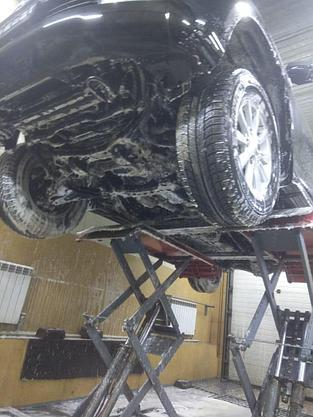 Мойка днища и двигателя снизу  (мойка днища авто на подъемнике), фото 2