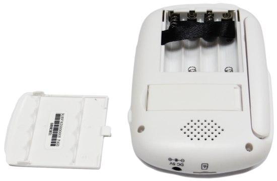 Заменить элементы питания в мониторе видеоняни не сложнее, чем в пульте от телевизора