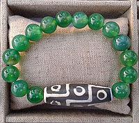 Дзи Девятиглазая в браслете из зеленого агата