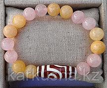 Дзи двуглазая в браслете из медового агата и розового кварца