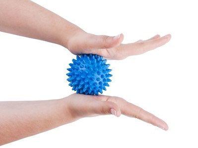 Массажер ежик, массажный мячик для фитнеса 9 см (цвет желтый), фото 2