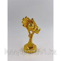 Наградная футбольная статуэтка золотая перчатка Кубок мира