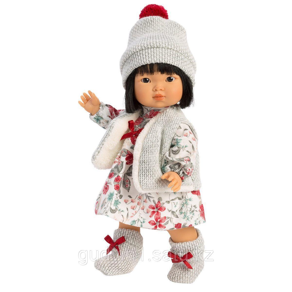 LLORENS: Кукла Лу 28см, азиатка в сером жилете и платье в цветочек 1102606