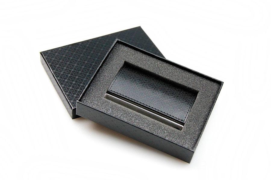 Визитница (94x61x7mm, металлическая с тиснением казахского орнамента, черная, коричневая) - фото 1