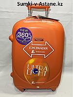 Маленький пластиковый дорожный чемодан на 4-х колесах Ambassador, обьем 44 литра,вес 3,50 кг., фото 1