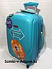 Маленький пластиковый дорожный чемодан на 4-х колесах Ambassador.Высота 54 см, длина 33 см, ширина 24 см.