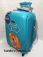 Маленький пластиковый дорожный чемодан на 4-х колесах Ambassador.Высота 54 см, длина 33 см, ширина 24 см., фото 1