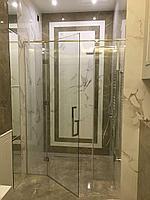 Прямая стеклянная душевая перегородка с распашной дверью