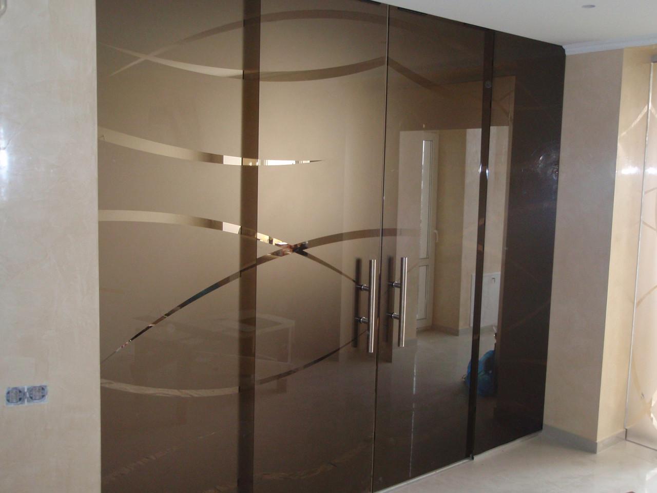Стеклянные перегородки для дома с раздвижными дверьми.