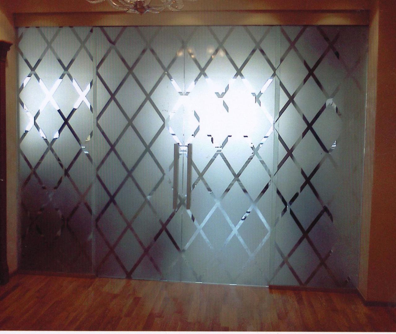 Стеклянные перегородки для дома с распашной дверью