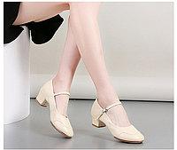 Туфли женские для народных танцев на квадратном каблуке (кожзам). Цвет: бежевый . Размеры: 36-41 39