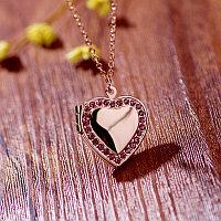 """Медальон на цепочке """"Розовое сердце"""""""