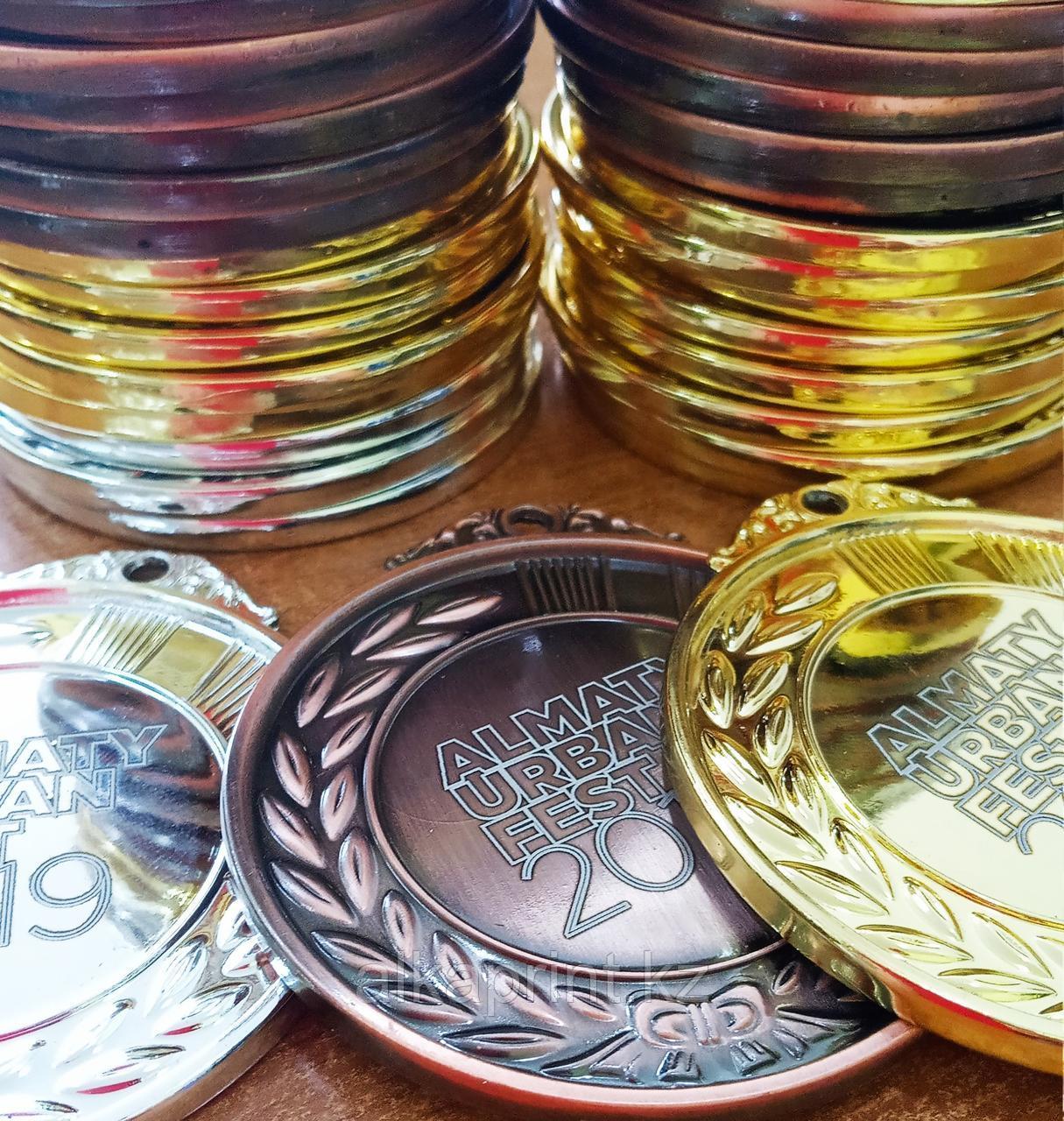 Медали и сувенирные значки. - фото 2