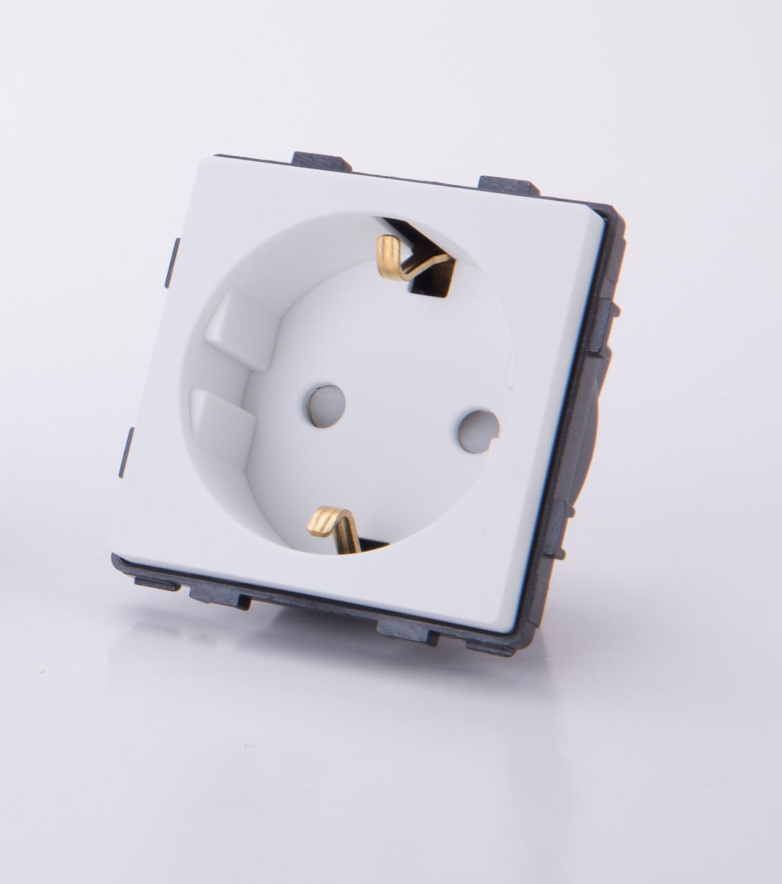 Модуль-розетка 220В, С занавесками, заземлением. Белый