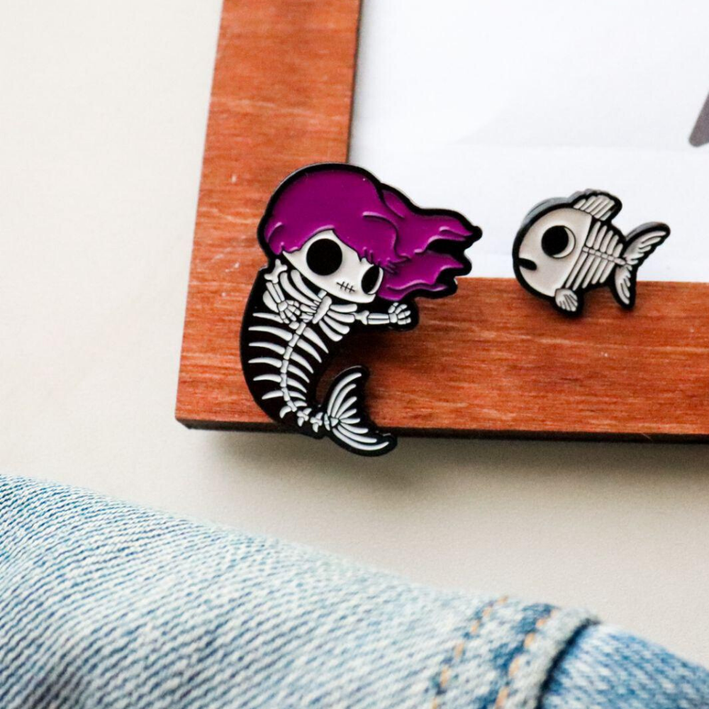 """Значок """"Скелет русалки и рыбки"""""""