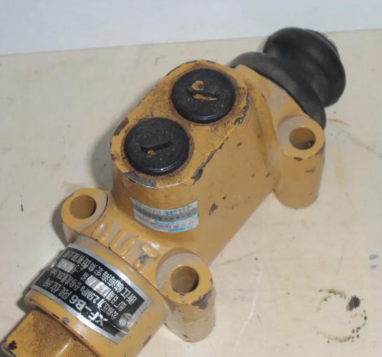 Клапан ограничения XF-B6, 5000399 на погрузчик ZL50G