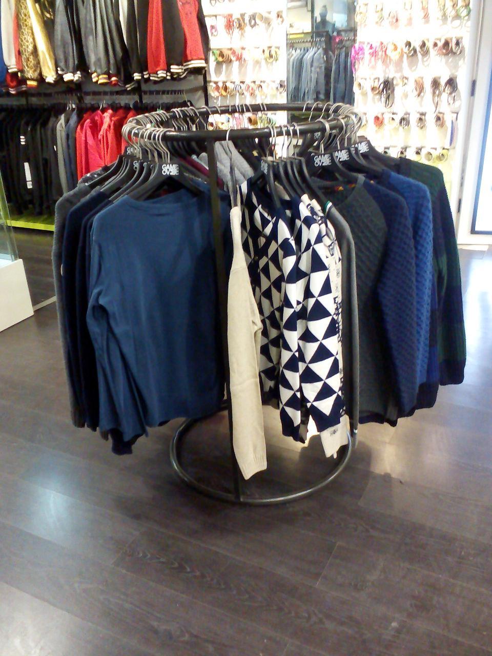 Вешало-стойка для одежды круглый