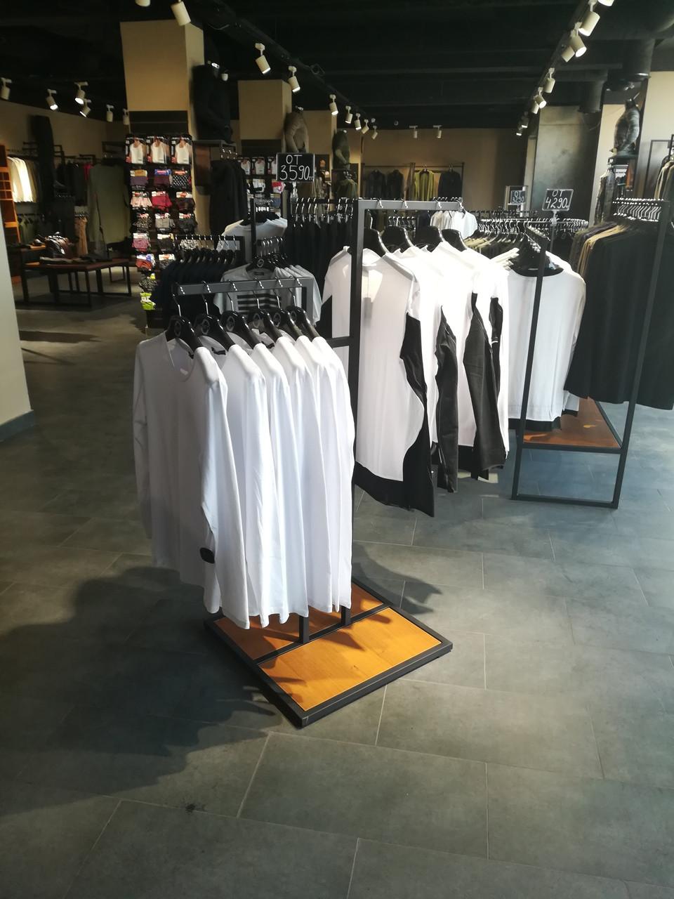 Вешало-стойка для одежды на две стороны