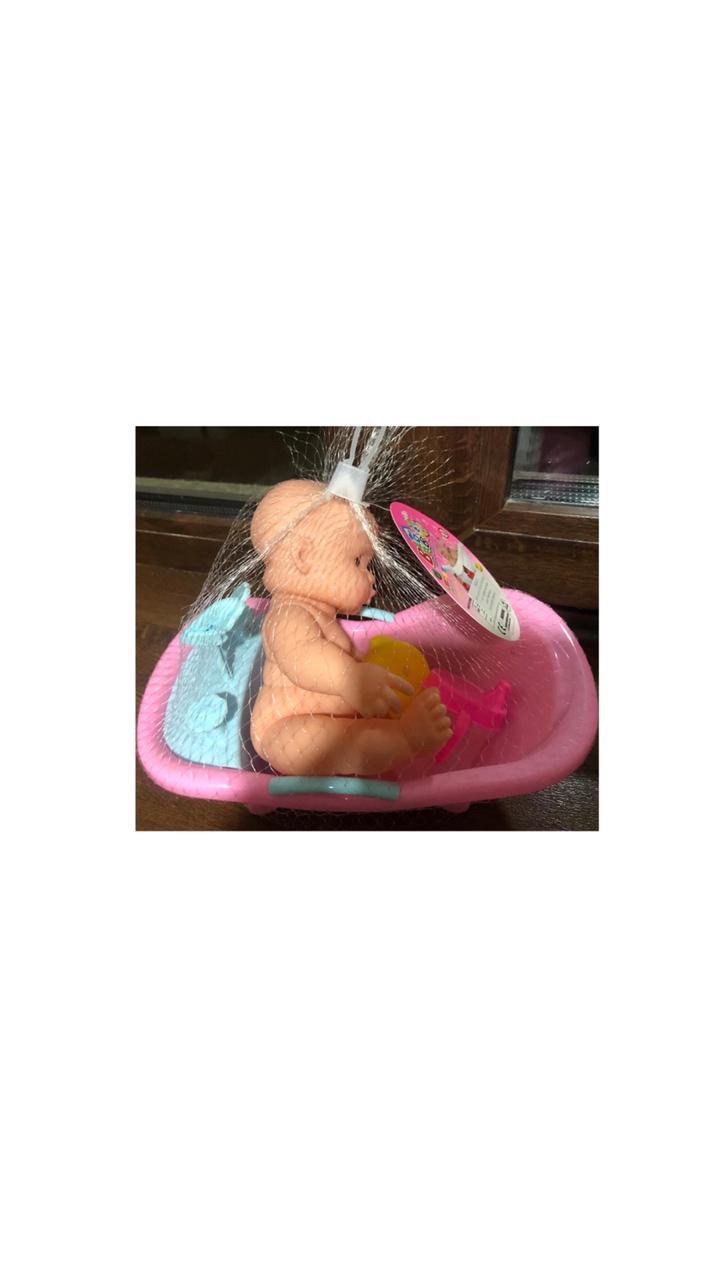 Пупс в ванне