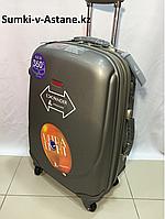 Medium plastic travel suitcase on 4 wheels.Height 69 cm, length 39 cm, width 25 cm., фото 1
