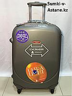 Small plastic travel case on 4 wheels.Height 56 cm,length 36 cm, width 21 cm., фото 1