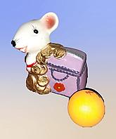 Сувениры, мышки с деньгами.