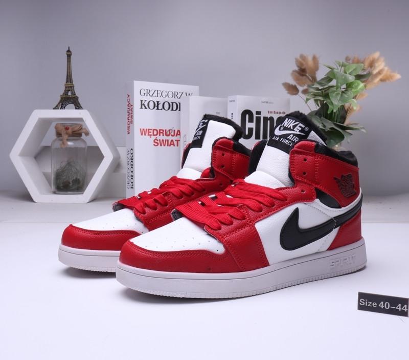 Зимние кроссовки  Nike Air Jordan 1 Retro Red с мехом  (40-44 )