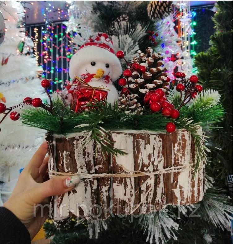 Новогоднее украшение Снеговик в лесу 30*27 см