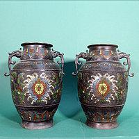 Бронзовые и металлические вазы