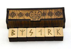 Руны исландские в деревянной шкатулке