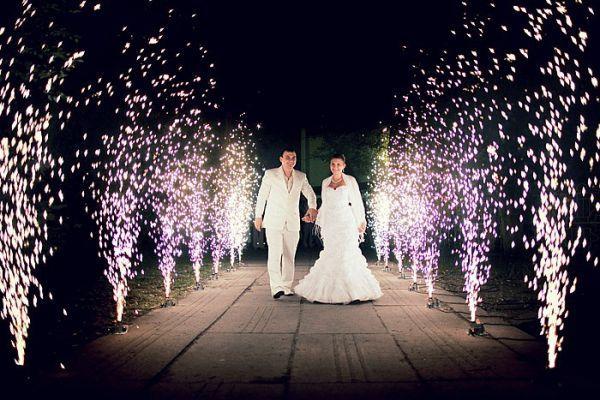 Холодные сценические фонтаны (фейерверки) на свадьбу.