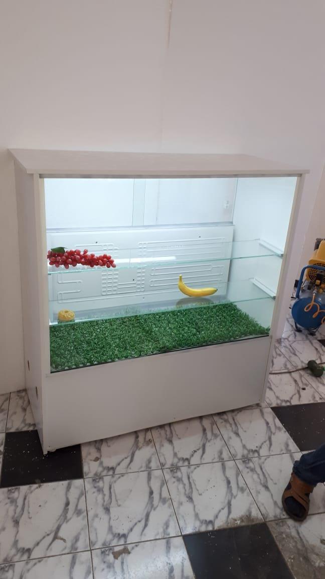 Витринный холодильник  кондитерская
