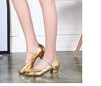 Туфли женские для народных танцев. 38