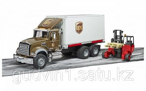 Mack фургон UPS с погрузчиком и паллетами Bruder 02-828