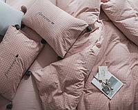 Комплект постельного белья в пудровом розовом цвете c принтом в клетку.