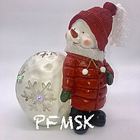 Садовая статуэтка снеговик с шариком и светодиодами Н-30