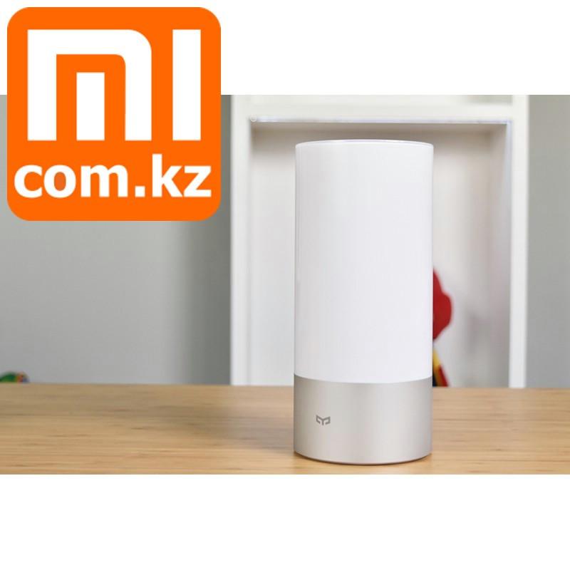 Ночник лампа Xiaomi Mi Yeelight Bedside Lamp. С таймером. Светит всеми цветами. Подключение и к смартфону.