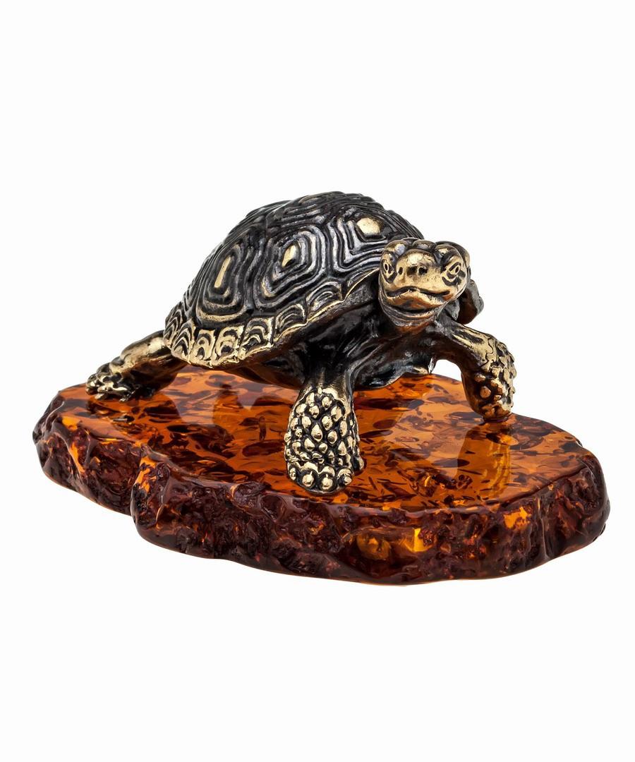 Фигурка Черепаха средиземноморская. Подставка из янтаря. Ручная работа